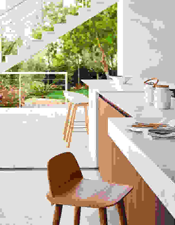 Casa Sant Feliu de Guíxols SOLER-MORATO ARQUITECTES SLP Cocinas de estilo mediterráneo Cerámico Blanco