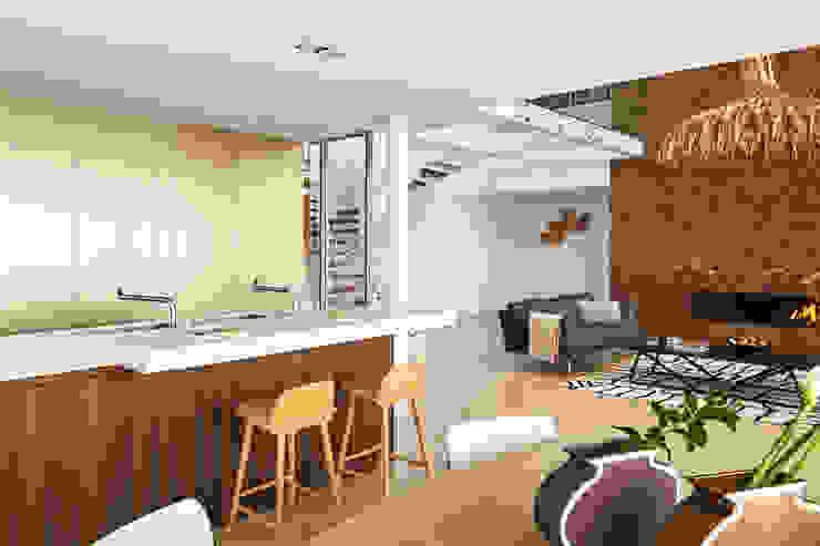 Casa Sant Feliu de Guíxols SOLER-MORATO ARQUITECTES SLP Cocinas de estilo mediterráneo Derivados de madera Beige