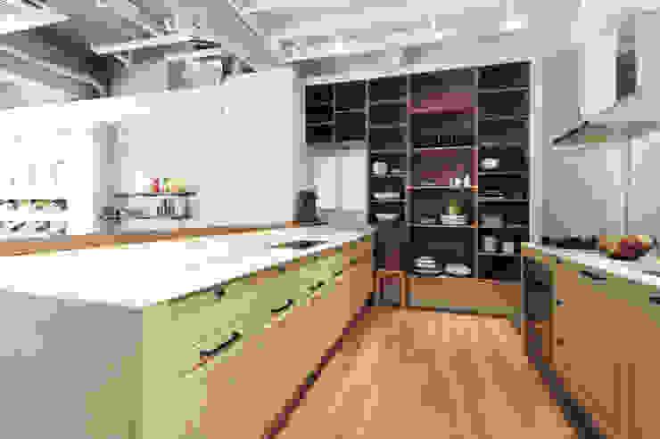 Modern dining room by 6point studio Modern