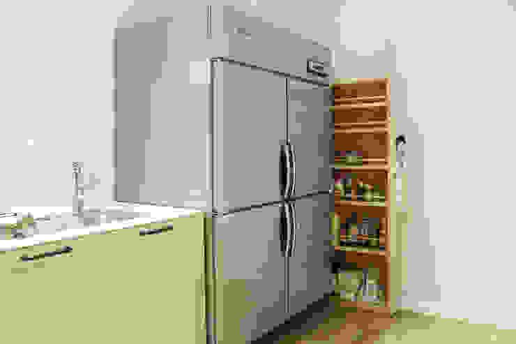 Modern kitchen by 6point studio Modern