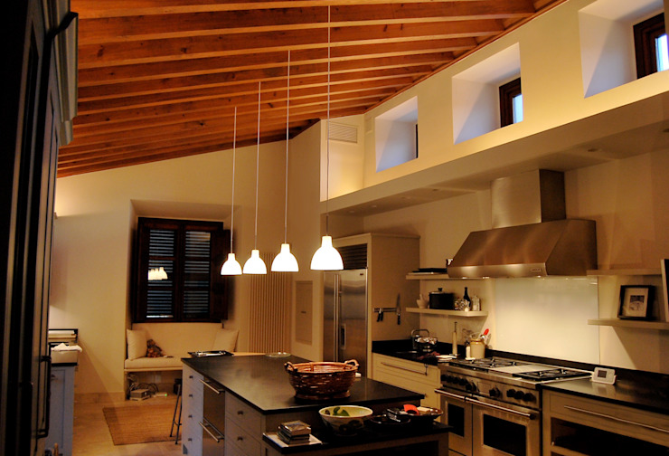 Refurbishment of existing house in Soller Modern Kitchen by Tono Vila Architecture & Design Modern