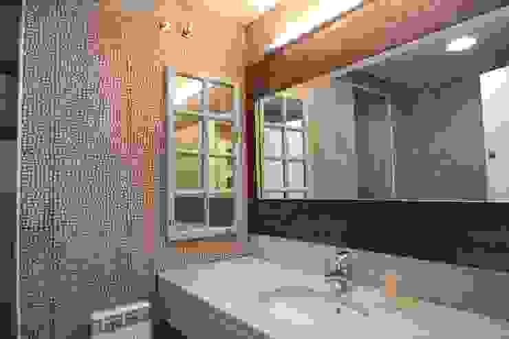 Casas de banho modernas por Espai Interior Home Staging Moderno