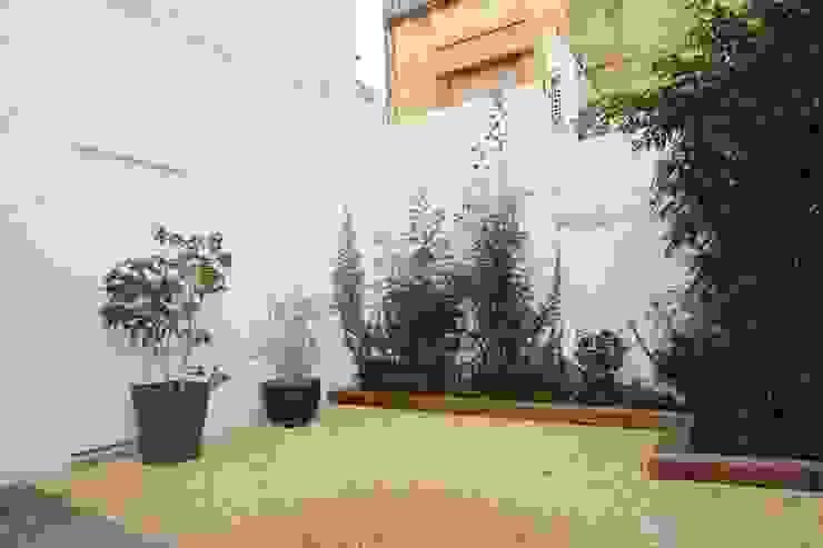 Jardins mediterrânicos por Espai Interior Home Staging Mediterrânico