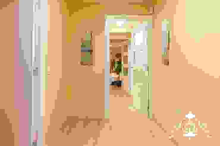 Corredores, halls e escadas modernos por Espai Interior Home Staging Moderno