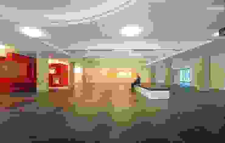 Hal Moderne muren & vloeren van MOStudio Modern Leisteen