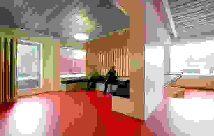 Verbouwing GGz Nijmegen: modern  door MOStudio, Modern Multiplex