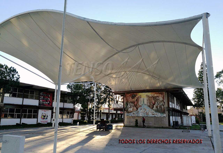Velaria en Escuela Nocturna Pasillos, vestíbulos y escaleras modernos de TENSO DISEÑOS MX Moderno