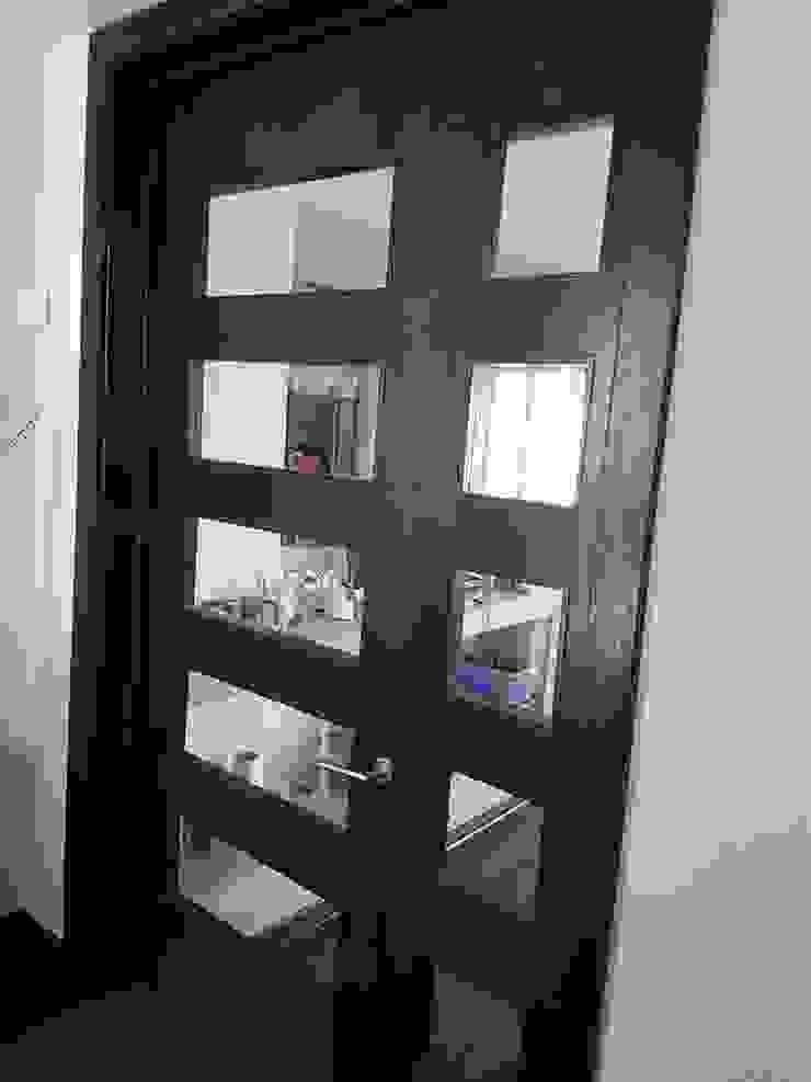 PUERTAS A MEDIDA Puertas y ventanas clásicas de DONNA AND WOOD SPA Clásico Madera Acabado en madera