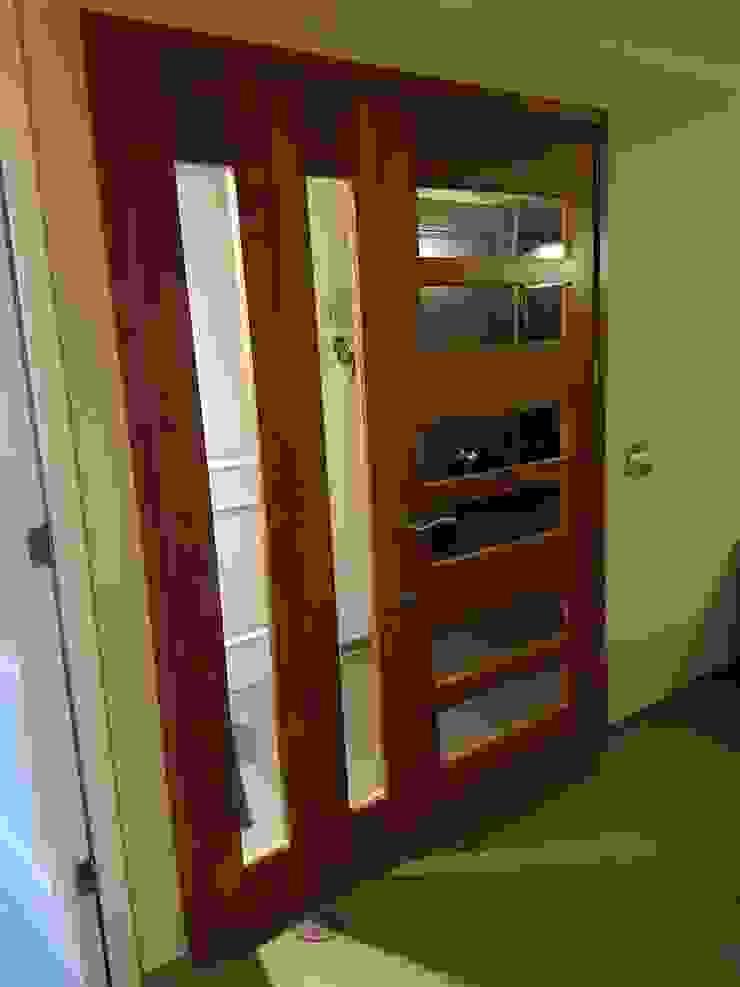 PUERTAS DE MADERAS NATIVAS Puertas y ventanas clásicas de DONNA AND WOOD SPA Clásico Madera Acabado en madera