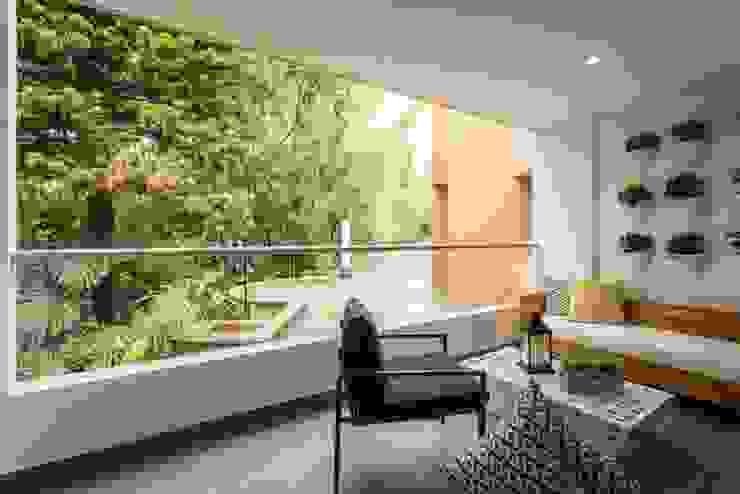 Apto Felisa Balcones y terrazas de estilo moderno de Maria Mentira Studio Moderno Hierro/Acero