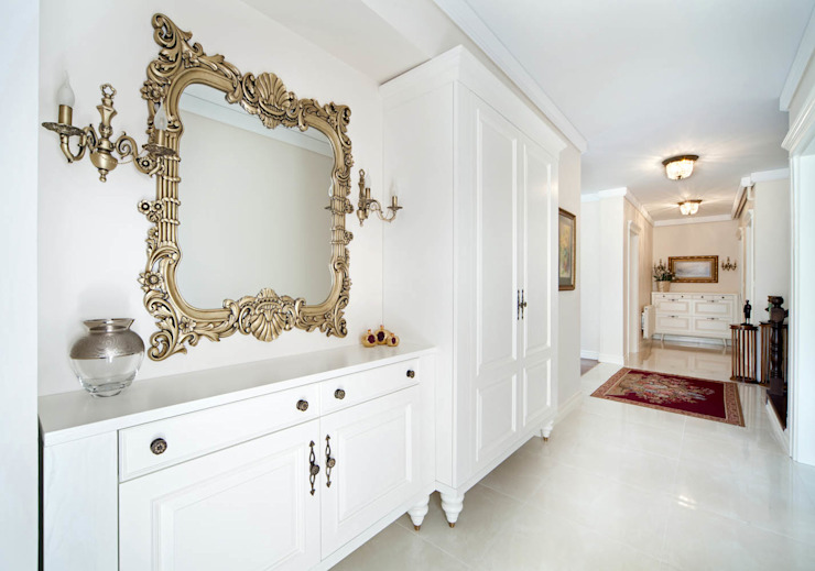 Classic style corridor, hallway and stairs by Öykü İç Mimarlık Classic