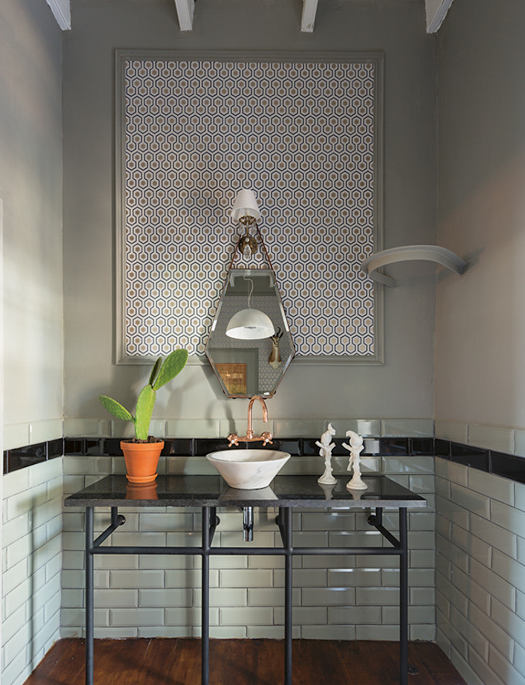 The Black House Eclectic style bathroom by Etienne Hanekom Interiors Eclectic