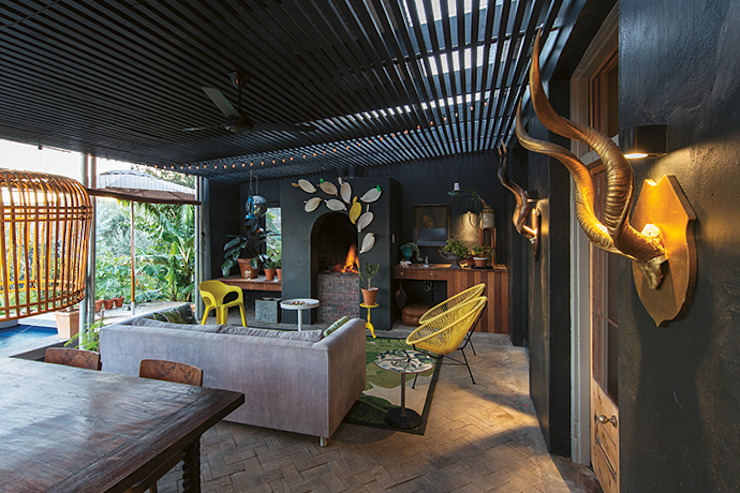 The Black House:  Patios by Etienne Hanekom Interiors, Eclectic