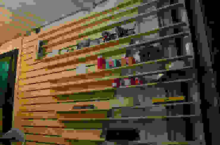 貨櫃辦公室 根據 王家建築師事務所 工業風 木頭 Wood effect