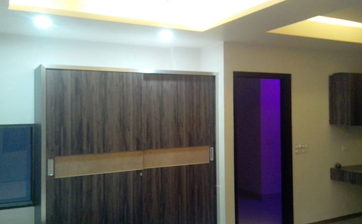 Wardrobe Modern style bedroom by Swastik Modern
