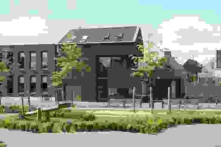 Casas modernas: Ideas, imágenes y decoración de Architectenbureau Jules Zwijsen Moderno