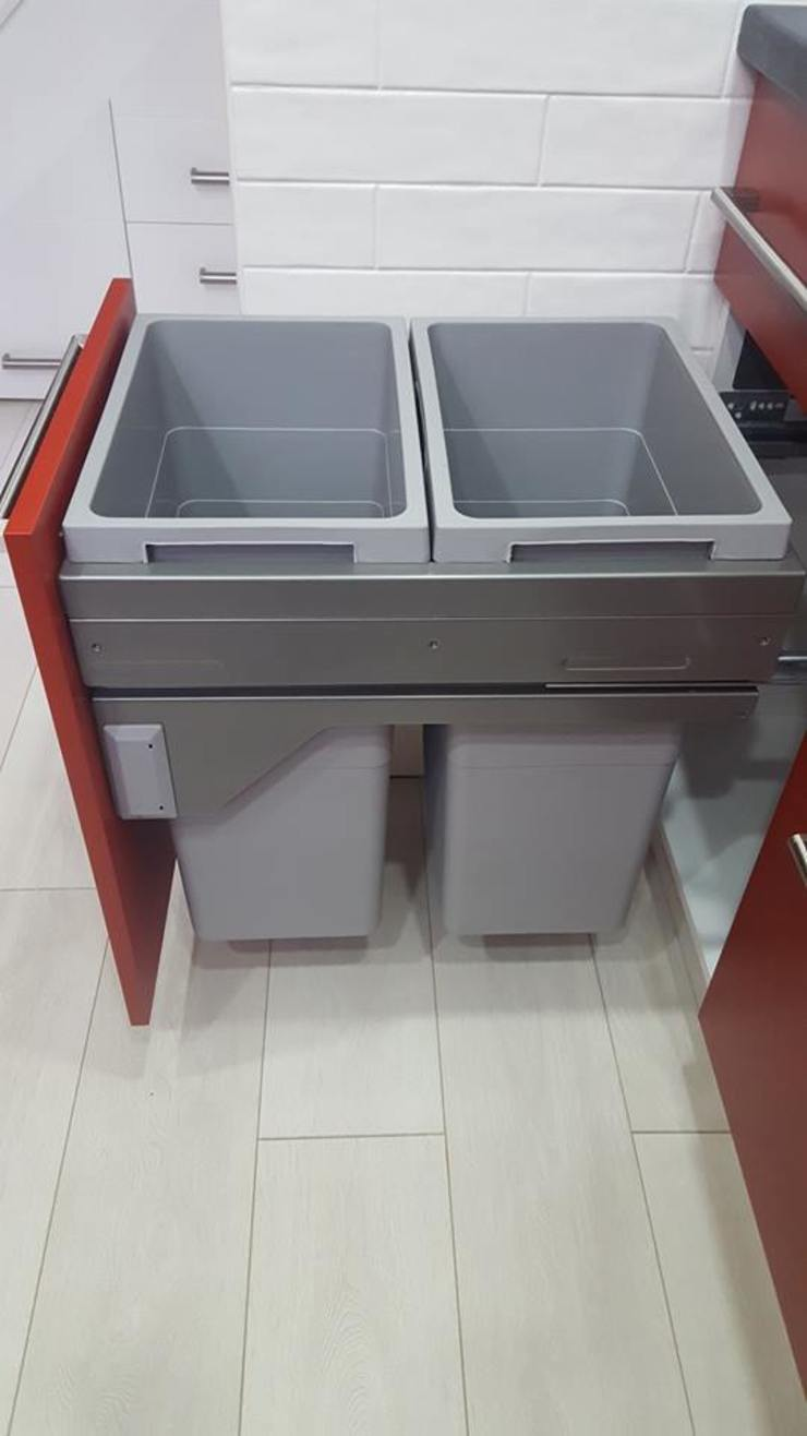 Bespoke Kitchen with integrated appliances Cocinas de estilo moderno de Kleiderhaus ltd Moderno