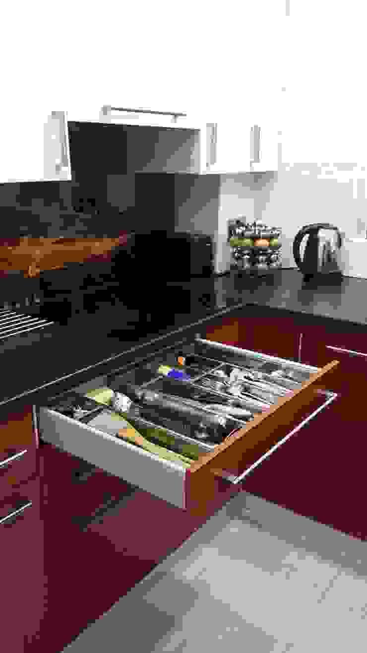 Matt sprayed Bespoke Kitchen Cocinas de estilo moderno de Kleiderhaus ltd Moderno