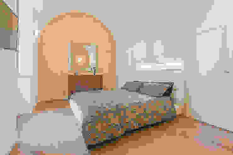 Camera da letto padronale: Camera da letto in stile  di Facile Ristrutturare, Moderno