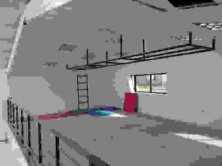 Vista interior-Segundo nivel de DIMA Arquitectura y Construcción Moderno