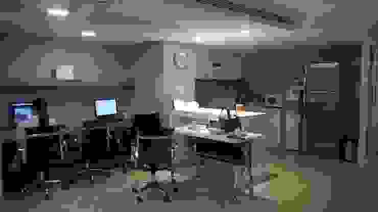 ปรับปรุงต่อเติมห้องพักแพทย์ รพ.นครธน โดย Quality Decor and Construction Co.,Ltd.