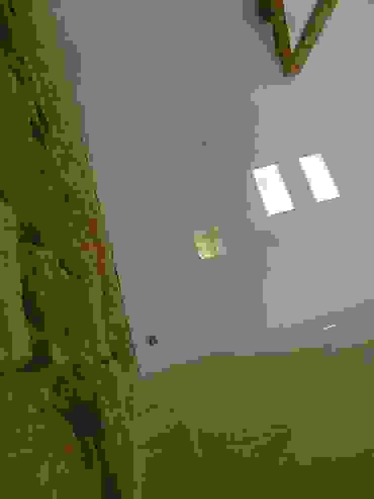 Livings de estilo de Vincent Athias Architecte DPLG Rural Piedra