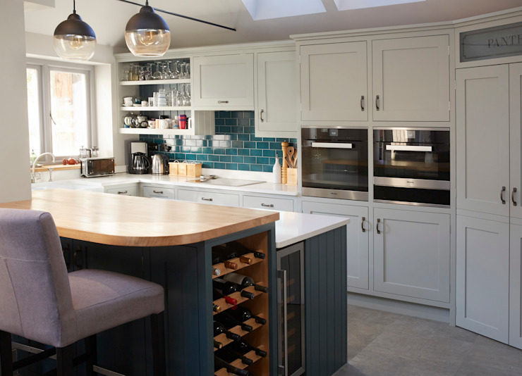 Friern Barnet 1:  Kitchen by Laura Gompertz Interiors Ltd,