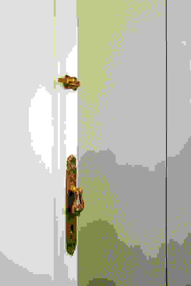 Atelier delle Verdure Eclectic style windows & doors Wood White