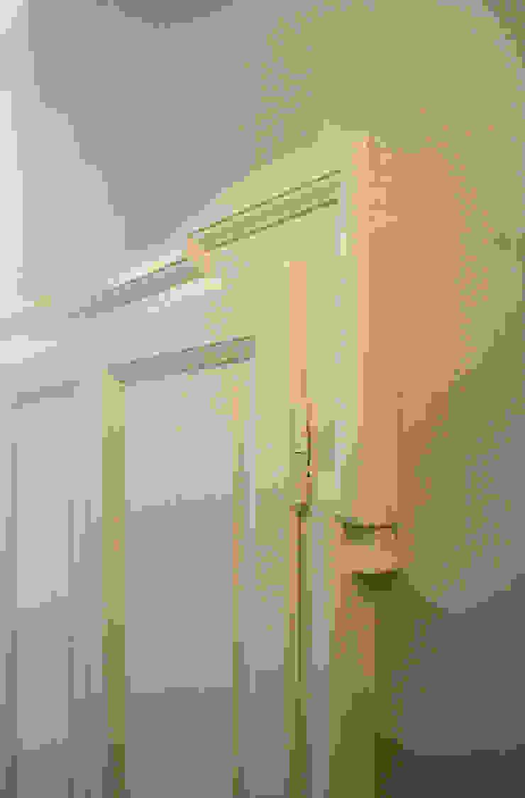 Atelier delle Verdure Eclectic style windows & doors