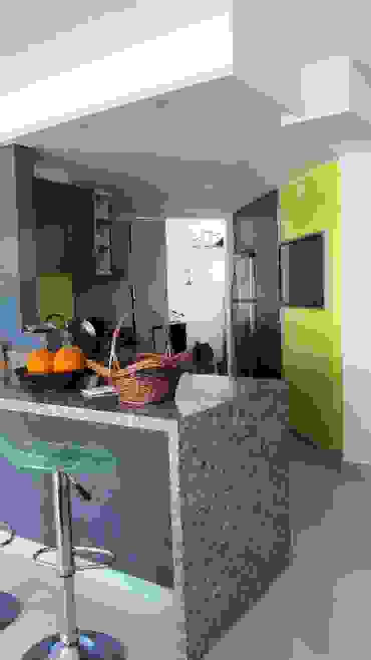 Grupo Moix SAS Modern Kitchen Granite Yellow