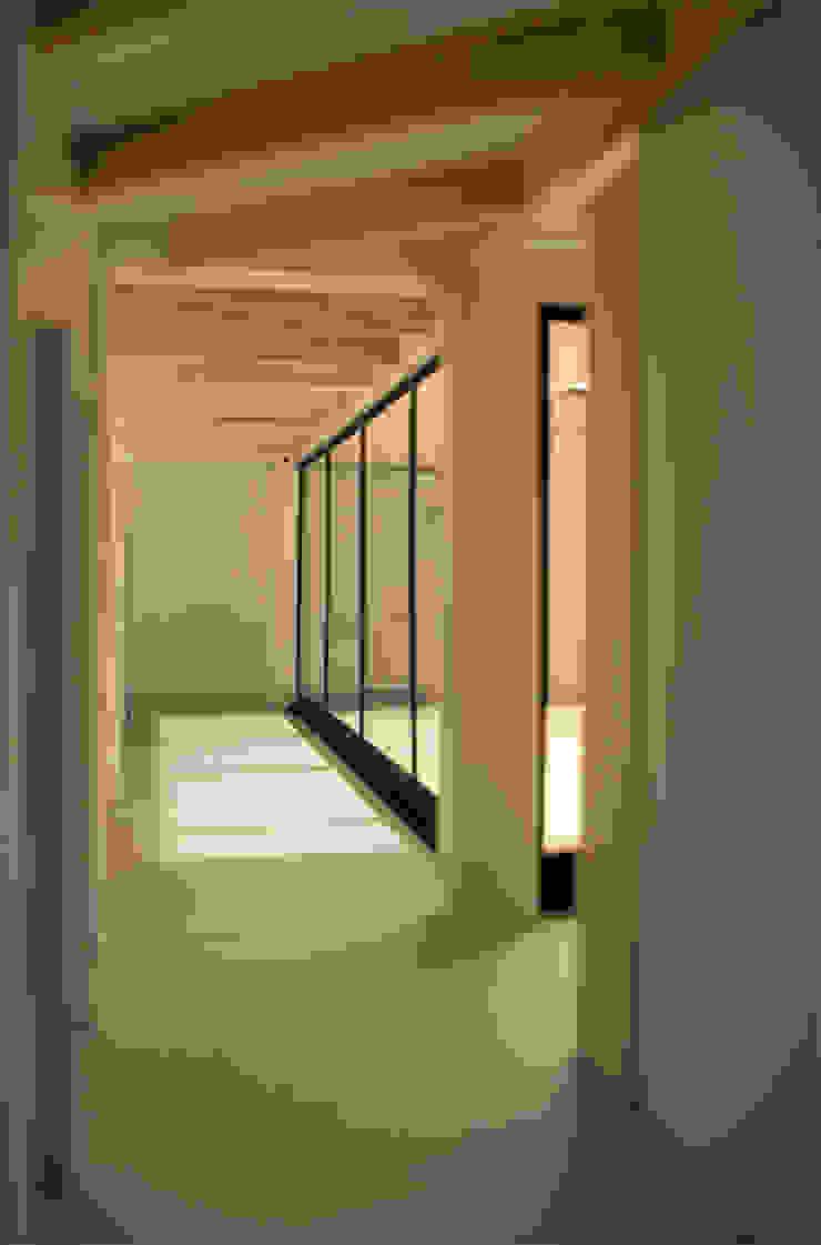 Patio House Moderne gangen, hallen & trappenhuizen van Kevin Veenhuizen Architects Modern