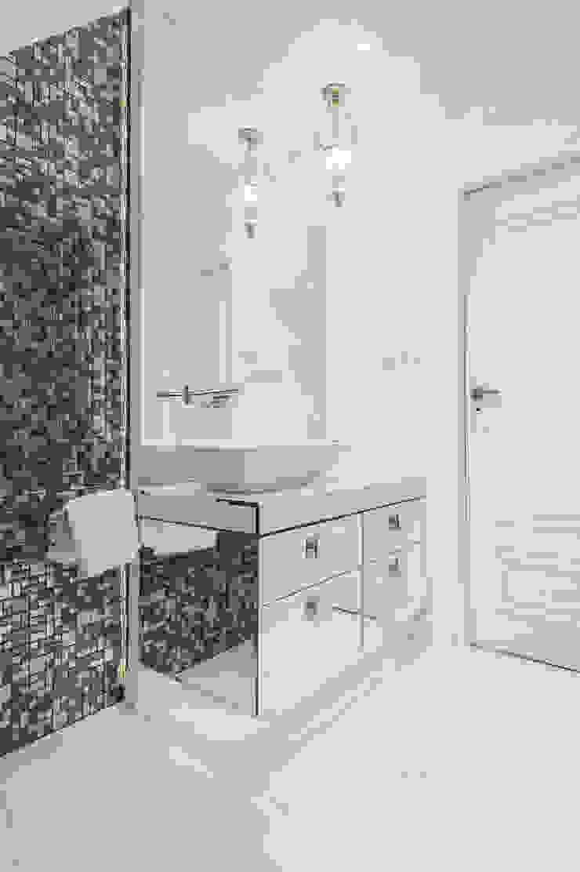 Projekt wnętrz w stylu glamour domu jednorodzinnego w Krynicy Zdrój Klasyczna łazienka od PRØJEKTYW | Architektura Wnętrz & Design Klasyczny