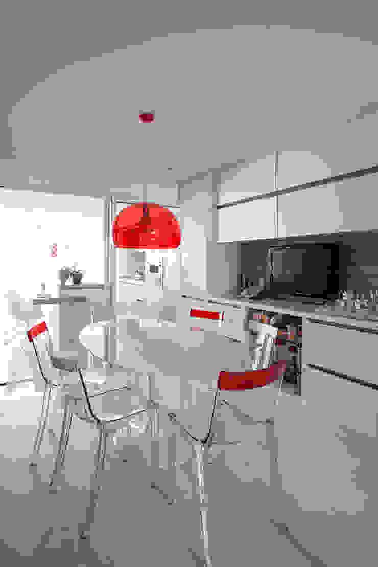 Nhà bếp phong cách hiện đại bởi Carlos Otávio Arquitetura e Interiores Hiện đại