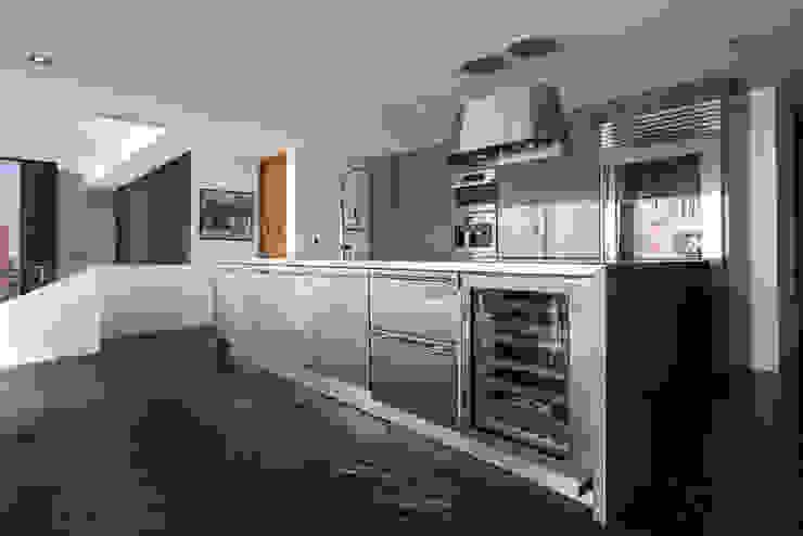 Cocina Cocinas modernas de M+M INTERIORISMO Moderno Metal