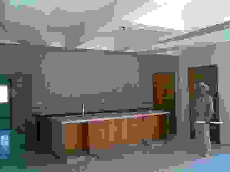 CASA F8 Cocinas modernas de SG Huerta Arquitecto Cancun Moderno Madera Acabado en madera