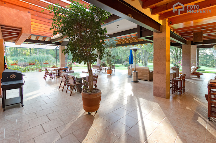Foto Property Balcones y terrazas clásicos de Foto Property Clásico