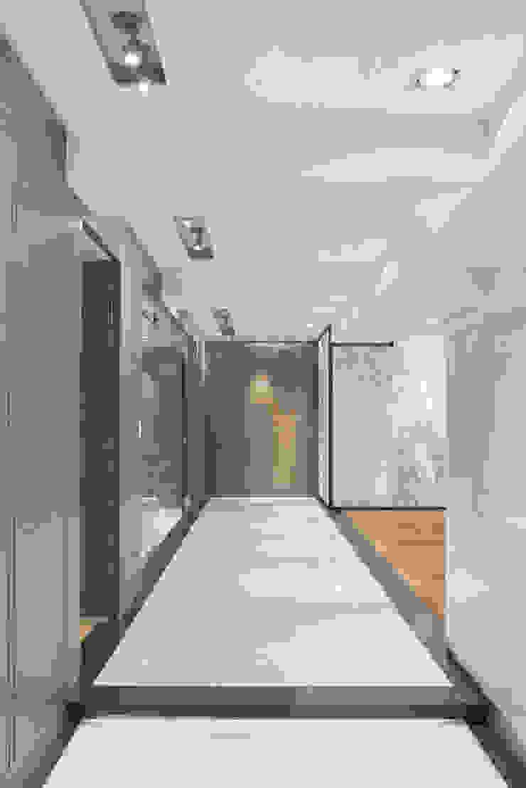 Veramonte II - Sobrado + Ugalde Arquitectos Pasillos, vestíbulos y escaleras modernos de Sobrado + Ugalde Arquitectos Moderno