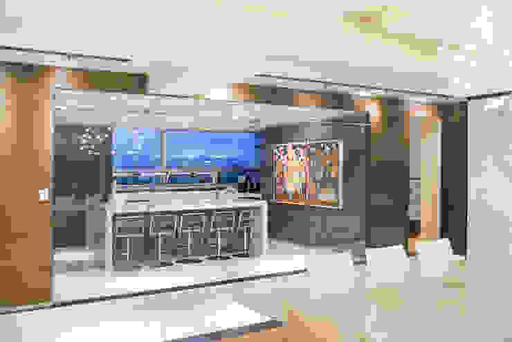 Cucina moderna di Sobrado + Ugalde Arquitectos Moderno