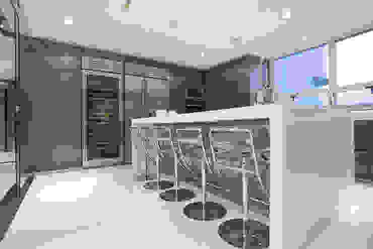 Veramonte II - Sobrado + Ugalde Arquitectos Cocinas modernas de Sobrado + Ugalde Arquitectos Moderno