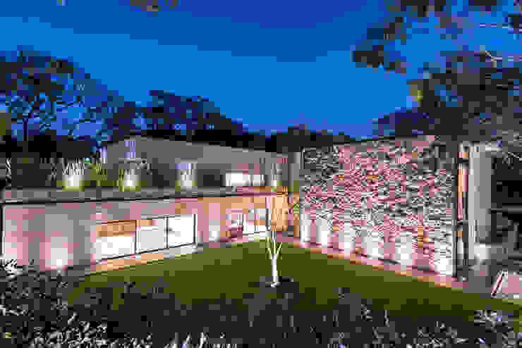 Real de Hacienda III - Sobrado + Ugalde Arquitectos Casas modernas de Sobrado + Ugalde Arquitectos Moderno
