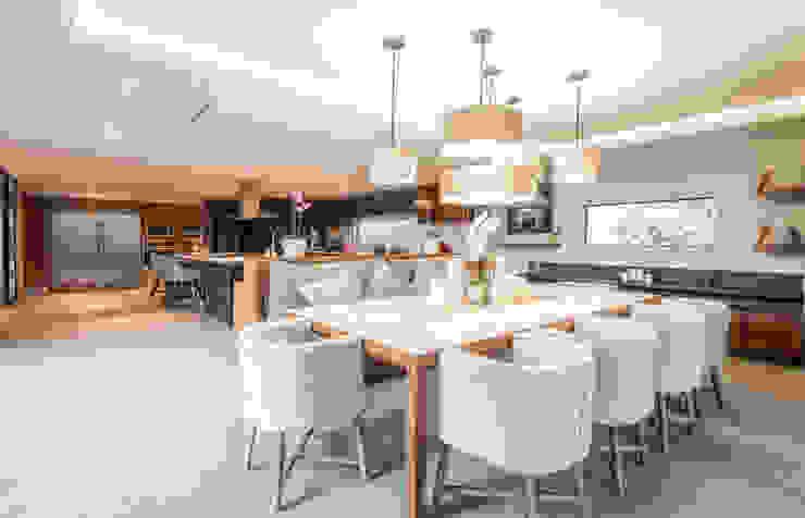 Real de Hacienda III - Sobrado + Ugalde Arquitectos Cocinas modernas de Sobrado + Ugalde Arquitectos Moderno
