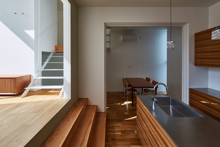 ダイニングキッチン モダンな キッチン の 武藤圭太郎建築設計事務所 モダン 木 木目調