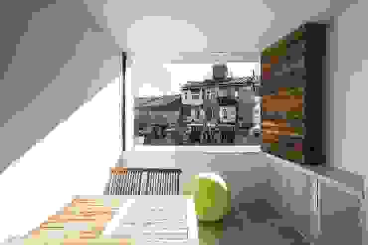 rehabilitación de vivienda en el carmen Balcones y terrazas de estilo mediterráneo de versea arquitectura Mediterráneo
