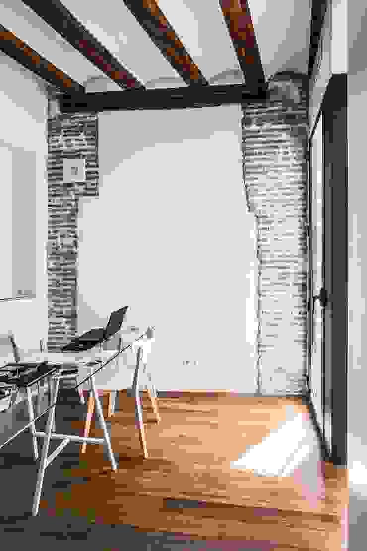 rehabilitación de vivienda en el carmen Estudios y despachos de estilo mediterráneo de versea arquitectura Mediterráneo