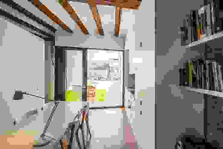 Balcones y terrazas de estilo mediterráneo de versea arquitectura Mediterráneo