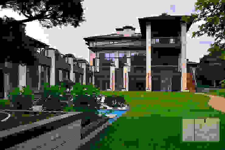Asian style garden by Архитектурная Мастерская Георгия Пряничникова Asian