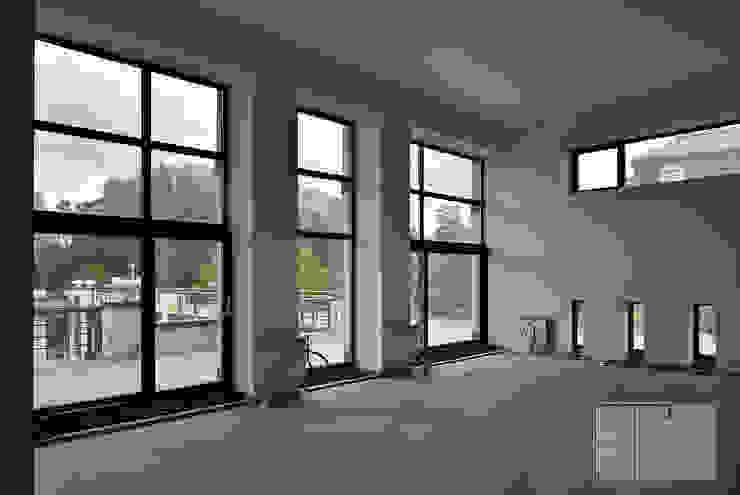 Industrial style living room by Архитектурная Мастерская Георгия Пряничникова Industrial