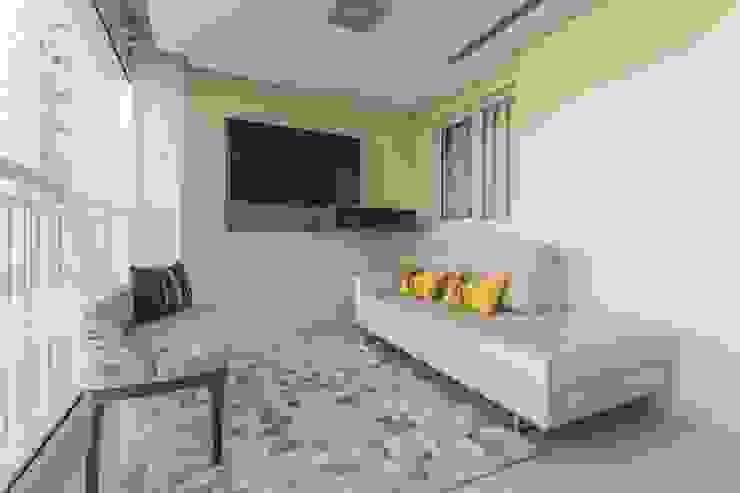 Balcones y terrazas de estilo moderno de Silvana Borzi Design Moderno