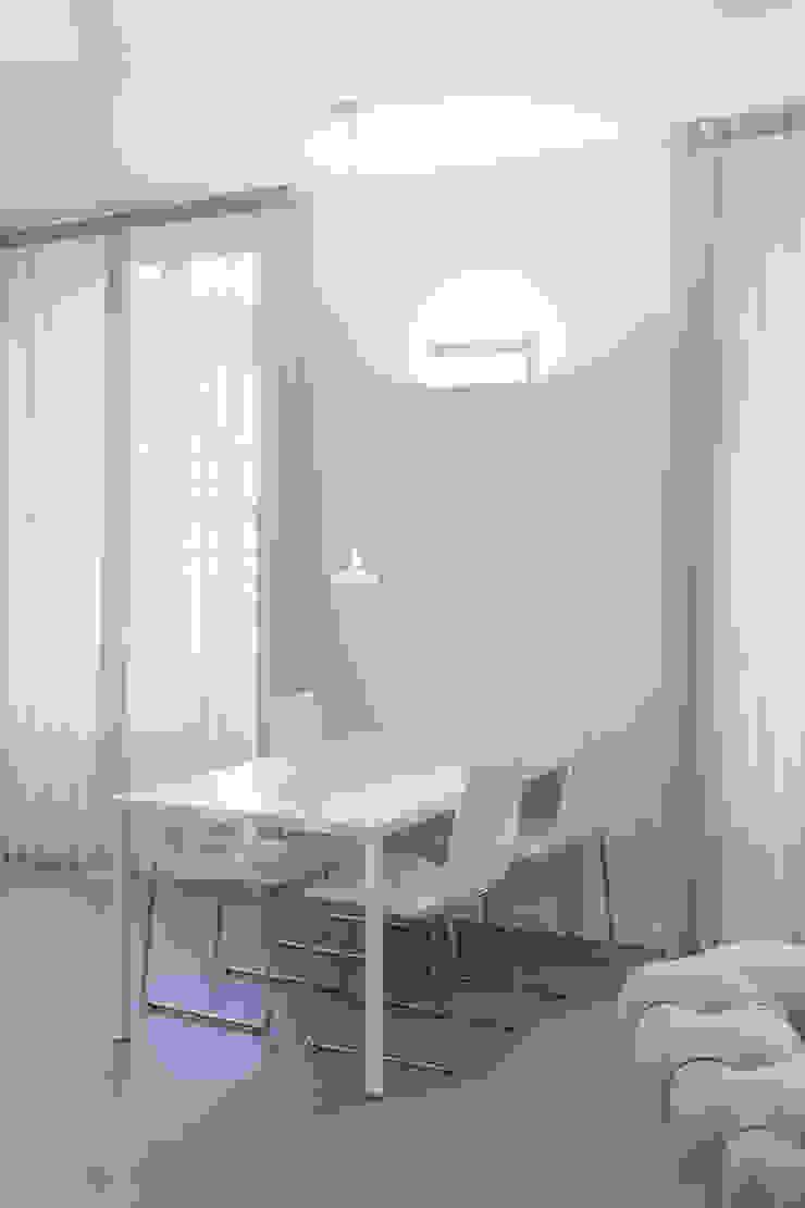 living Pareti & Pavimenti in stile moderno di Resin srl Moderno