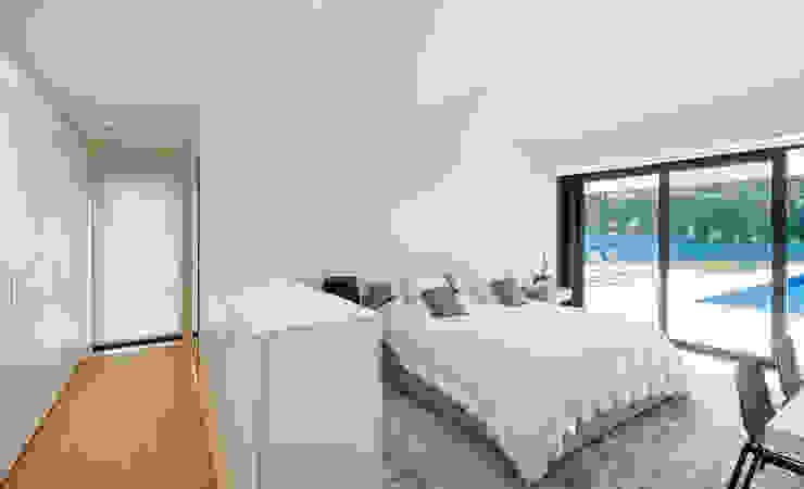 Dormitorio Dormitorios de estilo moderno de DECONS GKAO S.L. Moderno Madera Acabado en madera